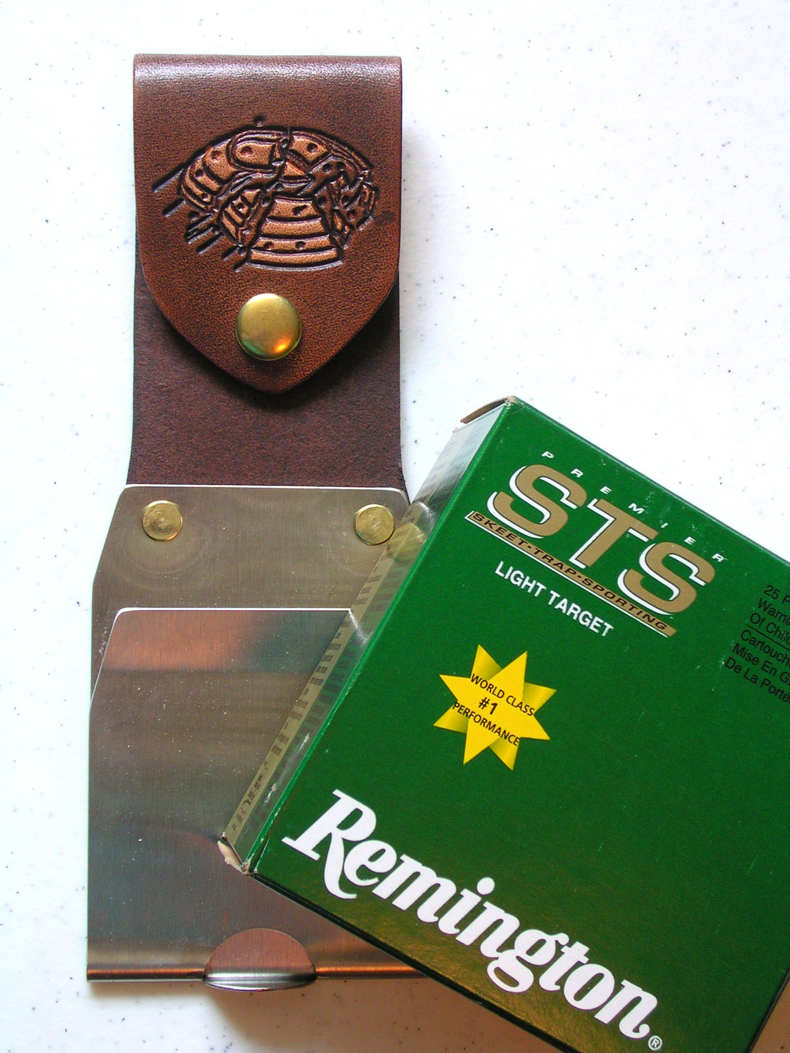 Shamrock Leathers 1-Box Clip Leather shotshell box holder, 1-box carrier, metal clip